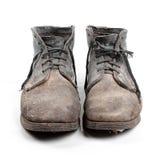 Vecchi stivali sporchi isolati su bianco Fotografie Stock Libere da Diritti
