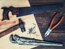 Vecchi strumenti d'annata del carpentiere Immagini Stock