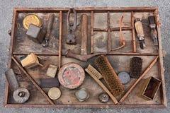 Vecchi strumenti del calzolaio fotografia stock libera da diritti