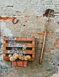 Vecchi strumenti dell'azienda agricola utilizzati negli ultimi anni nell'agricoltura Immagini Stock