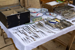 Vecchi strumenti medici militari Fotografie Stock Libere da Diritti