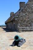 Vecchi strutture e canoni di pietra in cortile, Ticonderoga forte, New York, 2014 Immagini Stock