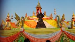 Vecchi tailandesi pregano le statue Fotografie Stock Libere da Diritti
