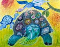 Vecchi tartaruga due ed uccello di fantasia in un prato Fotografie Stock Libere da Diritti
