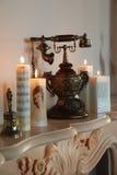 Vecchi telefono e candele Fotografia Stock