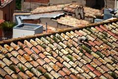 Vecchi tetti coperti di tegoli Fotografia Stock