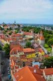 Vecchi tetti rossi a Tallinn Estonia fotografie stock