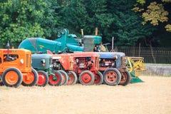 Vecchi trattori nella prospettiva immagine stock libera da diritti