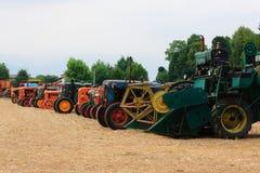 Vecchi trattori nella prospettiva fotografia stock