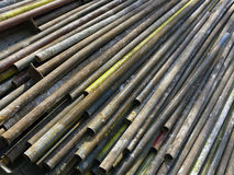 Vecchi tubi arrugginiti per l'impalcatura di costruzione Fotografie Stock Libere da Diritti