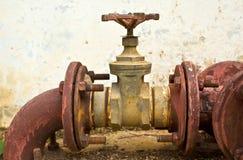 Vecchi tubi e valvole di acqua Immagini Stock