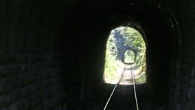 Vecchi tunnel del treno della montagna video d archivio