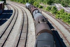 Vecchi vagoni chemichal del treno dei carri armati sui binari Fotografie Stock Libere da Diritti