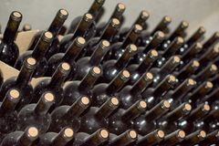 Vecchia accumulazione del vino Immagini Stock