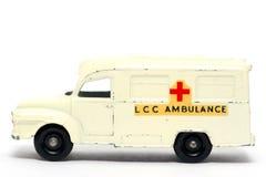 Vecchia ambulanza dell'automobile del giocattolo Immagini Stock Libere da Diritti