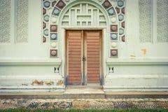 Vecchia annata della parete e della porta Immagine Stock