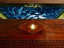 Vecchia apertura misteriosa della scatola di legno Fotografie Stock