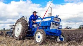 Vecchia aratura del trattore di guado 4000 Fotografie Stock Libere da Diritti