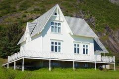 Vecchia architettura di legno in Norvegia Casa bianca Fotografia Stock Libera da Diritti