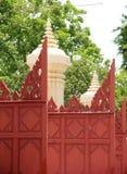 Vecchia arte del portone di legno rosso Immagini Stock