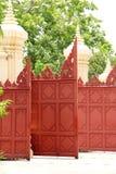 Vecchia arte del portone di legno rosso Fotografia Stock