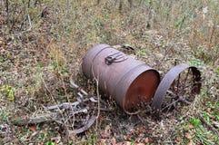 Vecchia attrezzatura arrugginita dell'azienda agricola Fotografia Stock