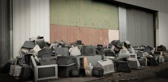 Vecchia attrezzatura elettronica utilizzata ed obsoleta Immagine Stock