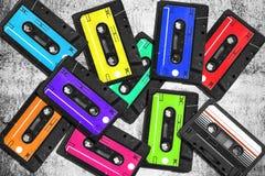 Vecchia audio cassetta Cassette audio multicolori Vista del primo piano Il concetto di vecchia musica ampia raccolta di retro nas Fotografia Stock