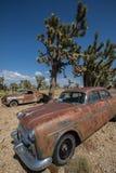 Vecchia automobile abbandonata nel deserto dell'Arizona fotografia stock