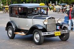 Vecchia automobile americana classica nelle vie di Avana Immagine Stock Libera da Diritti