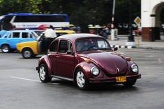 Vecchia automobile americana classica sulle vie di Avana Immagine Stock