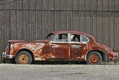 Vecchia automobile arrugginita Fotografie Stock Libere da Diritti