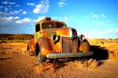 Vecchia automobile arrugginita nel Namibia Fotografie Stock