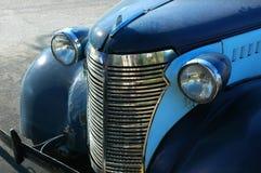 Vecchia automobile blu Immagini Stock