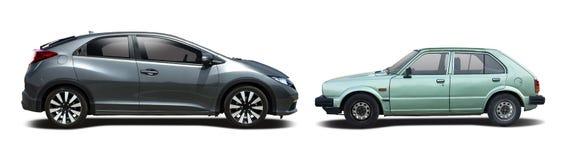 Vecchia automobile contro la nuova automobile Fotografia Stock