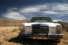 Vecchia automobile degli S.U.A. nel deserto Fotografia Stock Libera da Diritti