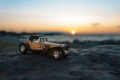vecchia automobile del giocattolo di 1900s Immagini Stock
