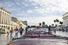 Vecchia automobile dell'americano dell'annata. AVANA: 30 DICEMBRE 2009. Fotografie Stock Libere da Diritti