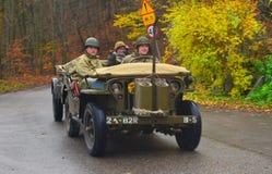 Vecchia automobile dell'esercito americano su una parata Immagini Stock