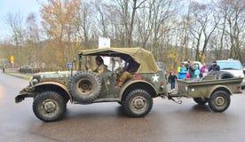 Vecchia automobile dell'esercito americano su una parata fotografia stock libera da diritti