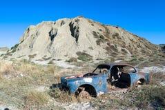 Vecchia automobile in deserto Fotografia Stock Libera da Diritti