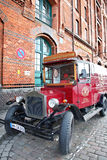 Vecchia automobile di guado Fotografie Stock