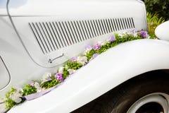 Vecchia automobile di nozze d'annata Fotografia Stock