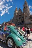 Vecchia automobile di Volkswagen Beetle sulla mostra dell'automobile immagine stock