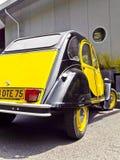 Vecchia automobile francese classica d'annata Citroen 2CV Fotografie Stock Libere da Diritti