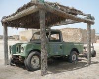 Vecchia automobile nel deserto Fotografie Stock