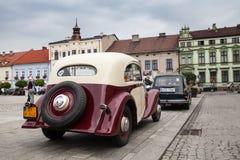 Vecchia automobile Praga, retrovisione, retro automobile di progettazione Fotografie Stock