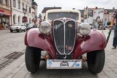 Vecchia automobile Praga, vista frontale, retro automobile di progettazione Fotografia Stock Libera da Diritti