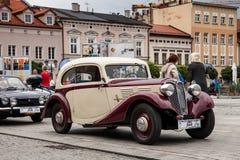 Vecchia automobile Praga, vista laterale, retro automobile di progettazione Fotografie Stock