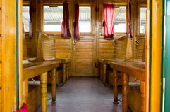 Vecchia automobile railwaiy di legno immagini stock